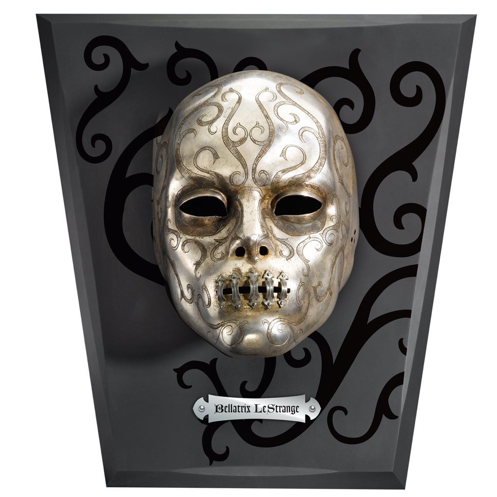 Bellatrix Mask with wall display